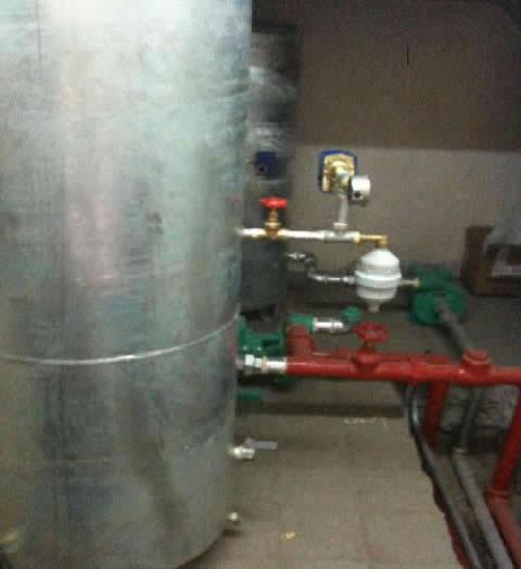 Tanque hidroneum tico accesorios de sistemas for Tanque hidroneumatico